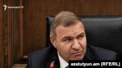 Депутат оппозиционной парламентской фракции «Процветающая Армения» (ППА) Микаэл Мелкумян на парламентском брифинге,13 ноября 2019 г.