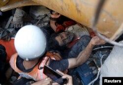 Газа секторында үйінді астында қалғандарды құтқару. 16 мамыр 2021 жыл.