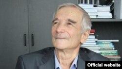 Рәфикъ Юныс (1943-2021).