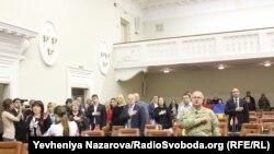 Ірина Костенко разом з іншими депутатами Запорізької міської ради на першій сесії ради, листопад 2015 року