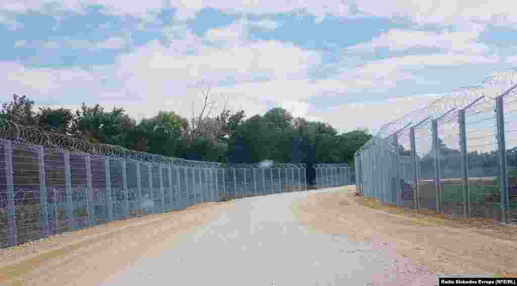 На 18 август локалната самоуправа во Прешево потврди дека почнало поставувањето.