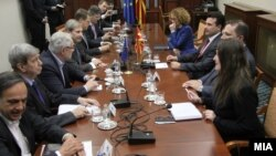 Johanes Han u razgovoru sa makedonskim političkim liderima