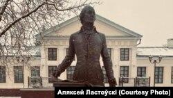 Помнік Антону Тызенгаўзу ў Паставах.