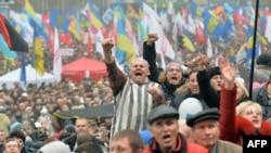 Ukraynada Avropa inteqrasiya tələbilə keçirilən mitinq fotolarda