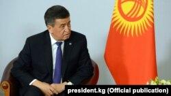 За пять дней до выборов парламента Сооронбай Жээнбеков ездил в Россию.