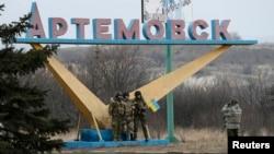 Українські військовослужбовці біля Артемівська. Березень 2015 року