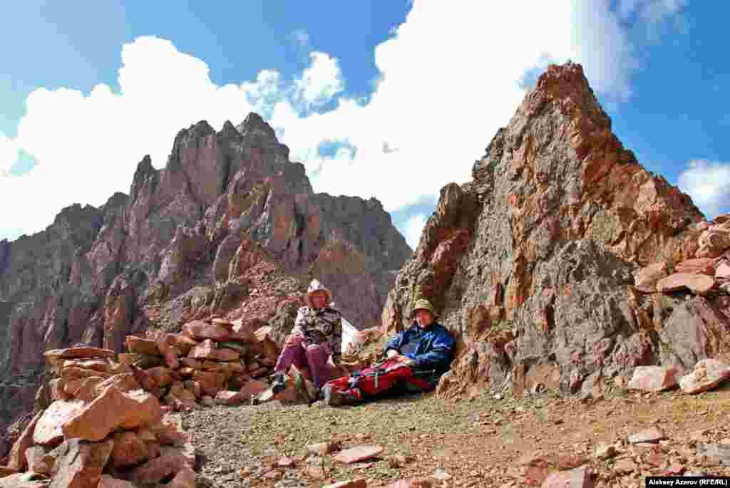 Бывшие пионеры на Пионерском перевале. Алматинская область, 22 августа 2009 года.