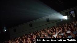 24 червня мер Києва повідомив, що в столиці дозволять роботу театрів та кінотеатрів