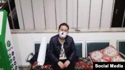 Ачкачылык жарыялап, Ош мэриясынын имаратына түнөп калган Кундуз Усупбаева. 12-ноябрь, 2020-жыл.