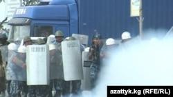 Столкновение между милицией и участниками беспорядков, Баткен, 22 июня 2012 года.