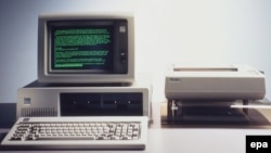 Prva verzija osobnog računala, IBM PC, pojavila se u prodaji 1981.