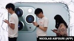 در صف برای امتحان کردن آیفون ۱۱ پرو در هنگکنگ
