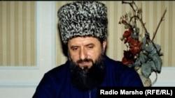 Яндарбиев Зеламха, нохчийн поэт, политик, вийна 2004-чу шарахь.