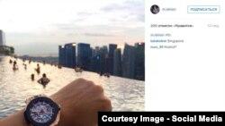 Фото с видом из отеля Marina Bay (Сингапур) на странице младшего сына