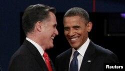 Президенттікке кандидат Митт Ромни мен Барак Обама пікірсайыс кезінде. 3 қазан 2012 жыл