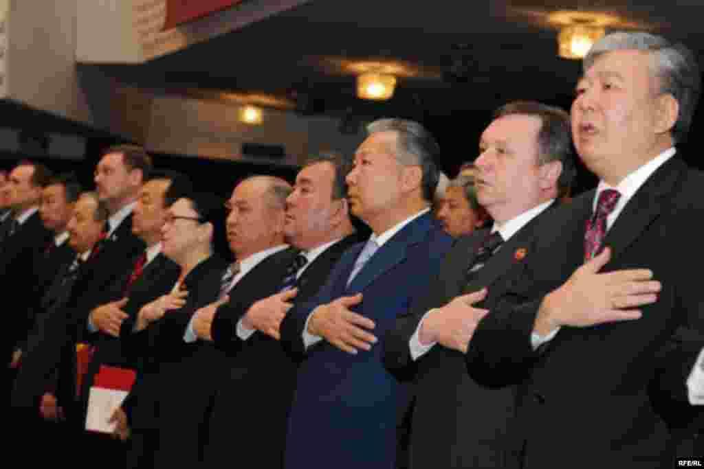 """Курултайга президенттик администрация, өкмөт, парламент мүчөлөрү, жергиликтүү бийлик башчылары, элчилер да катышты. - Kyrgyzstan - Congress of Pro-Presidential Party """"Ak jol"""" to nominate K.Bakiev to Presidential Election. 1May2009"""