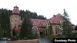 Резиденція президента «Синьогора», село Гута на Івано-Франківщині