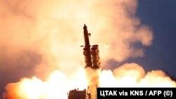 Випробування реактивної системи залпового вогню у КНДР