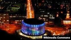 """Londonda Britaniya film institutuna məxsus """"IMAX"""" kinoteatrı."""
