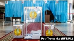 На избирательном участке № 254 в день досрочных президентских выборов. Алматы, 9 июня 2019 года.