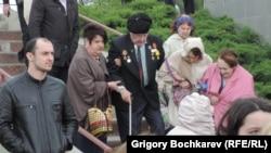 Участники акции памяти жертв Холокоста в Змиёвской балке (архивное фото)