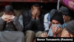 I dalje postoji zabrinutost zbog mogućnosti militanata, uključujući povratnike i osobe iz zona sukoba, koje bi mogle koristiti rute koje prolaze kroz regiju Zapadnog Balkana, navodi izvještaj (na fotografiji pripadnici IDIL-a u zatvoru Hasaka u Siriji, januar 2020. godine)