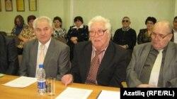"""Түгәрәк өстәл""дә. Уртада - Егор Загребин"