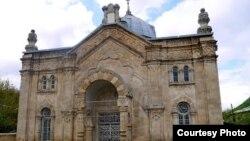 Онская синагога – самая большая в Грузии: она была построена в 1895 году. Святилище возводили мастера из Греции, а строительный камень привозили из Кутаиси на повозках. Фото автора