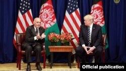 АҚШ президенті Дональд Трамп (оң жақта) пен Ауғанстан президенті Ашраф Ғани. Нью-Йорк, АҚШ, 21 қыркүйек 2017 жыл.