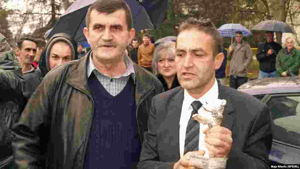 Mujic with the community chairman of Svatovci