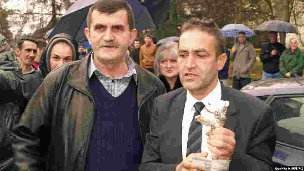 Mujic with the community chairman of Svatovci