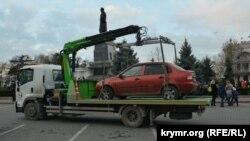 Евакуація автомобілів на площі Нахімова в Севастополі