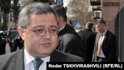 По мнению главы грузинского парламента Давида Усупашвили систему управления страной надо упорядочить и над этим придется еще работать