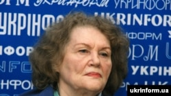 Ліна Костенко під час прес-конференції з журналістам присв'яченій історико-культурологічним експедиціям по Чорнобильській зоні