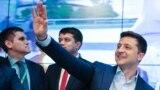 Volodımır Zelenskıy exit poll neticeleri ilân etilgen soñ. Kyiv, 2019 senesi aprelniñ 21-i