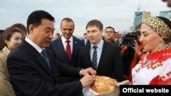 Власти встречали китайских инвесторов хлебом-солью
