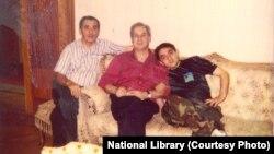 Лидер «Мхедриони» Джаба Иоселиани (в центре) и молодой Георгий Руруа (справа)