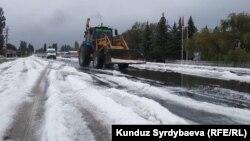 В Иссык-Кульской области выпал первый снег.