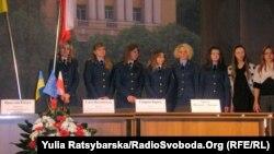 Волонтери, підготовлені Академією, для роботи на митниці під час Євро-2012 Дніпропетровськ, 19 квітня 2012 року