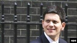 وزیر امورخارجه بریتانیا می گوید به رغم گزارش سازمان برآوردهای اطلاعاتی آمريکا درباره توقف برنامه توليد سلاح اتمی ايران، لندن از دور سوم تحريم عليه تهران حمايت می کند