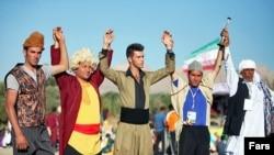 برآورد مرکز آمار نشان میدهد که جمعیت ایران نسبت به ابتدای انقلاب بهمن ۱۳۵۷ تقریبا ۲.۵ برابر شده است.