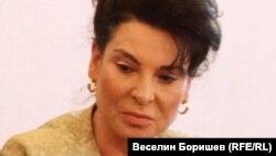 Фирма, собственост на зетя на зам.-министърката на труда и социалната политика Султанка Пертова е охранявала ремонта на Народното събрание.