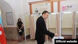 Партия президента Ильхама Алиева победила на выборах в азербайджанский парламент