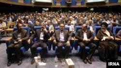 همایش «یکتا» در مجتمع فرهنگی سرچشمه تهران. ۲۵ خرداد ۹۴.