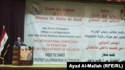 Ирак премьер-министрі Хайдер әл-Абади халықаралық конференцияда балаларды соғысқа қатыстыруды сынап тұр. Бағдад, 15 маусым 2015 жыл.