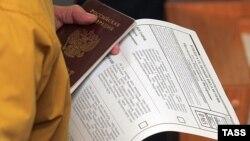 Hajyýew hatda 2003-nji ýyldan soň başga ýurduň raýatlygyny kabul eden türkmenistanlylaryň ellerinden beýleki ýurduň pasportynyň alynmaýandygyny, olaryň hereketleriniň çäklendirilmeýändigini nygtady.
