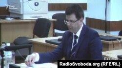 На запитання комісії Андрій Горяйнов відповідає неохоче