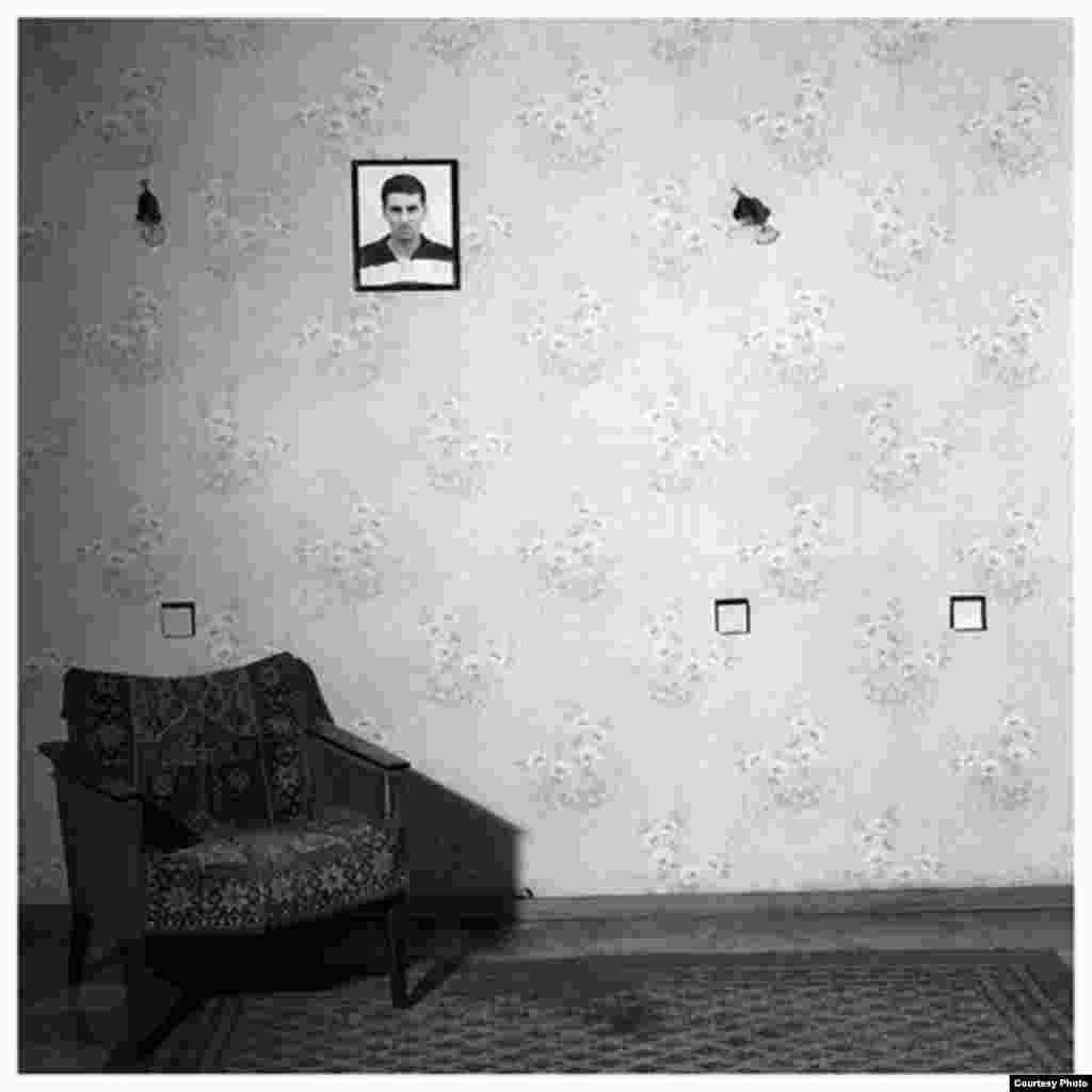 Ирина Абжандадзе, «Вахо Берадзе, 17 лет» из серии «Жертвы», 2000