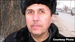 Би-Би-Си арнасы өзбек қызметінің тілшісі - Орынбай Усмонов.