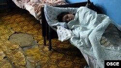В психиатрических лечебницах Грузии пациенты оказываются в кошмарных условиях. Обстановка и отношение персонала в больнице, мягко говоря, не способствуют облегчению участи пациентов клиники